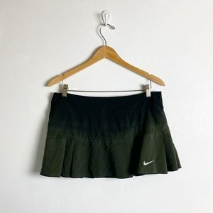 nike green and black ombre athletic skirt
